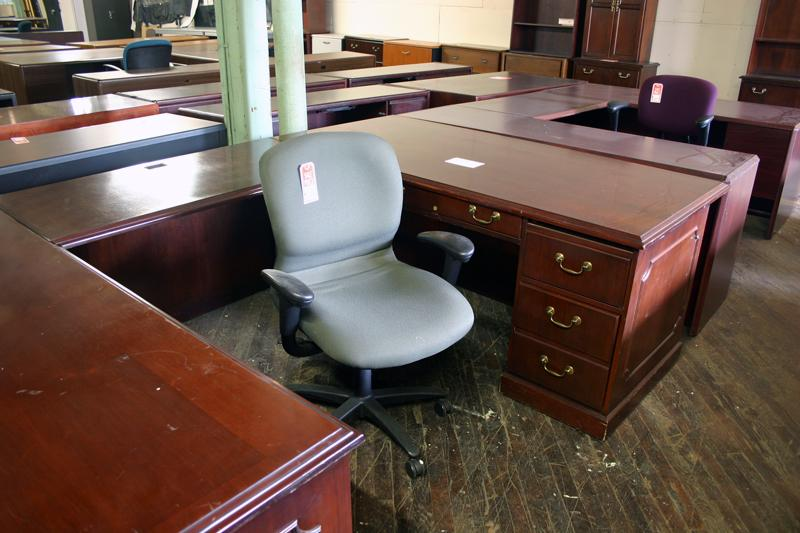 Used Traditional U Shape Desk