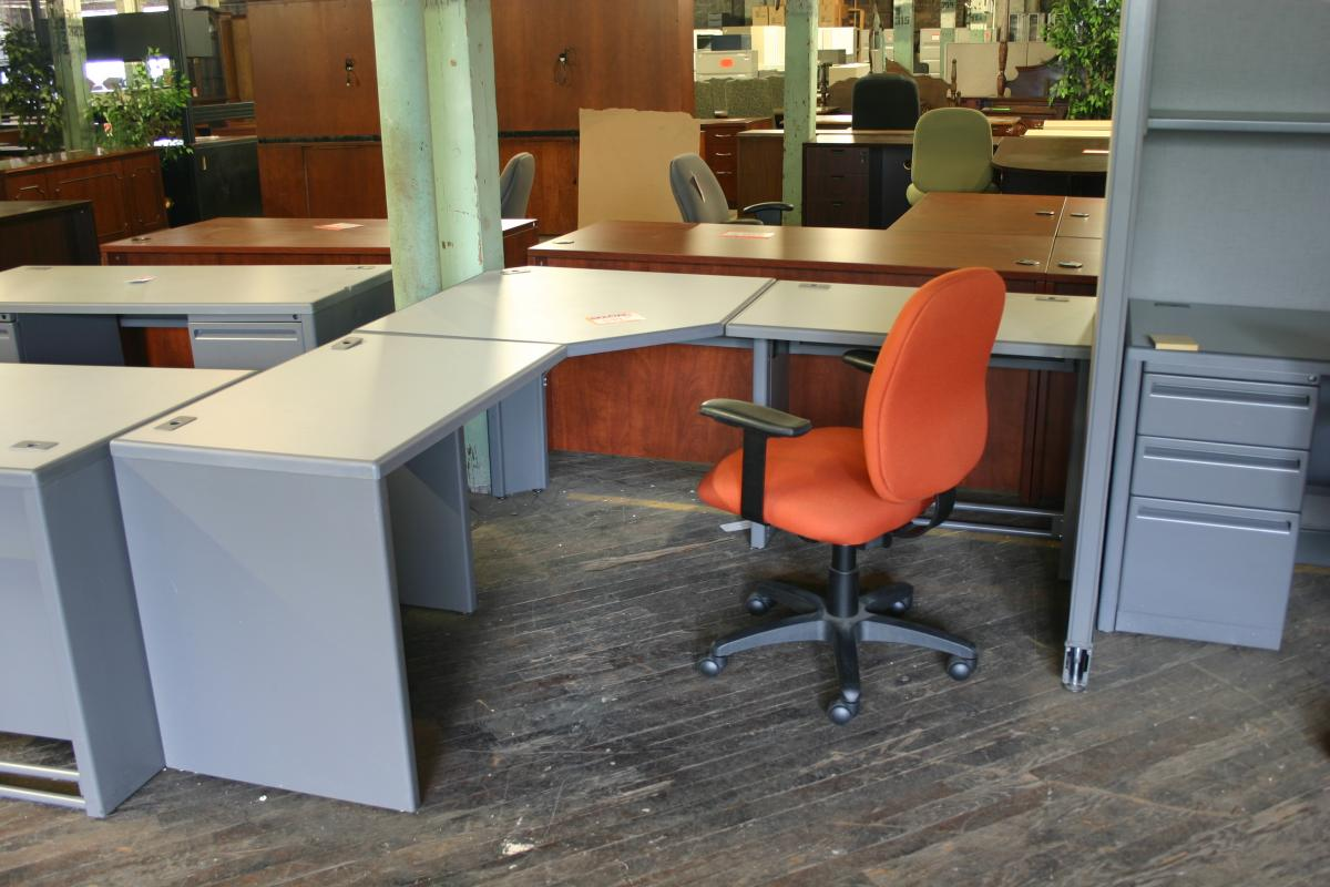 Haworth Unigroup Free Standing Corner Station